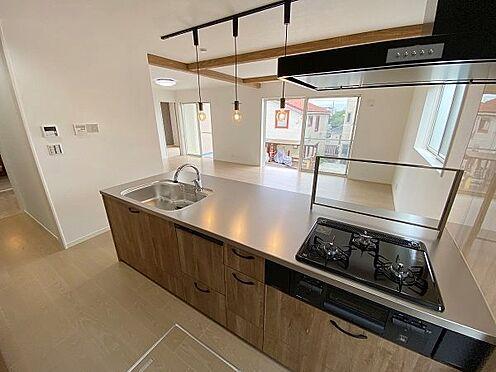 戸建賃貸-多摩市聖ヶ丘3丁目 対面式キッチンのため、ご家族やお客様との会話を楽しめます。