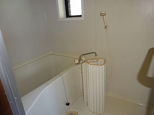 アパート-宇都宮市山本3丁目 浴室内に窓があると風通しがよくなりますね。