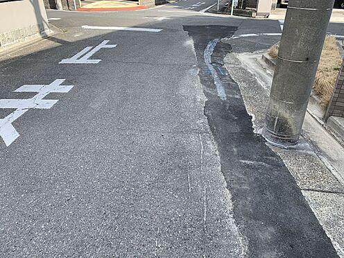 中古マンション-名古屋市瑞穂区松月町5丁目 前面道路です。コンビニやドラッグストア等も徒歩10分圏内にあり生活環境大変充実しております。