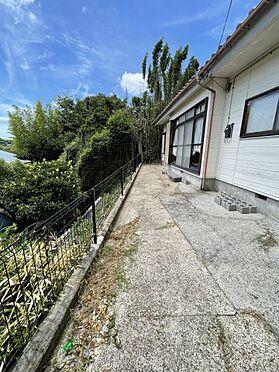 戸建賃貸-横須賀市上町4丁目 【庭】 フェンスがあるので、お子様が遊んでいても安心ですね!