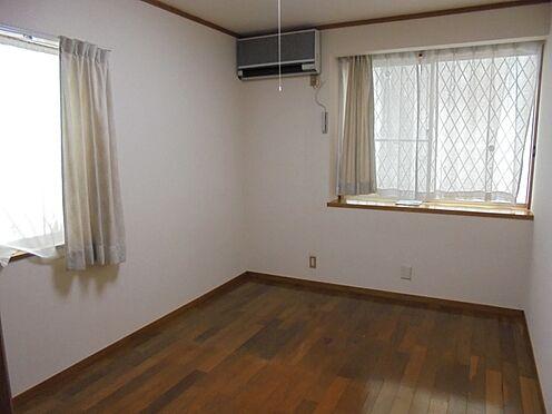 中古一戸建て-町田市金井町 1階洋室 約6.0帖 2面採光です。