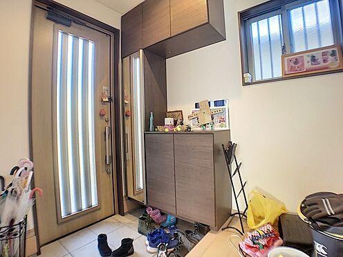 中古一戸建て-碧南市田尻町2丁目 明るい玄関、収納も豊富です。