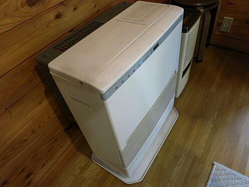 中古一戸建て-北佐久郡軽井沢町大字長倉 暖房機器も完備。軽井沢の夏は短く間もなく迎える秋に大活躍です。