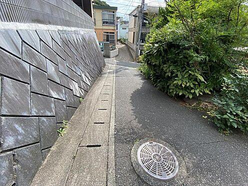 土地-福岡市城南区梅林1丁目 現地道路写真1です。