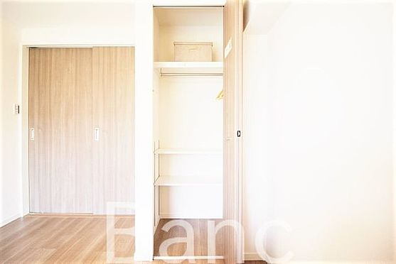中古マンション-新宿区愛住町 収納もしっかりある寝室です。