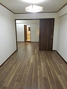 建物全部その他-京都市伏見区石田内里町 LDKから続く7.5帖洋室。