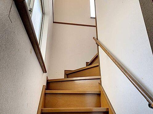 戸建賃貸-刈谷市野田町西田 階段には手すりがあるのでお年寄りにも安心ですね!