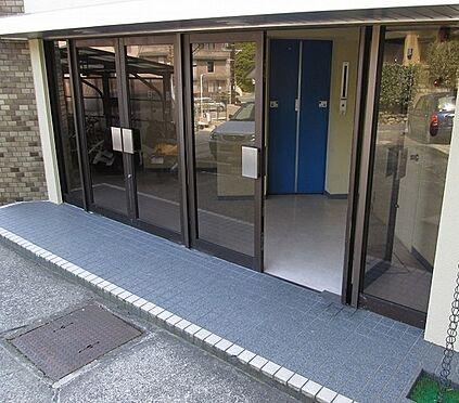 マンション(建物一部)-京都市山科区日ノ岡朝田町 キレイに清掃されたエントランス。