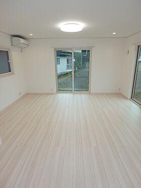 建物全部その他-東根市大字羽入 デザイナーズマンションを思わせるスタイリッシュなリビング。