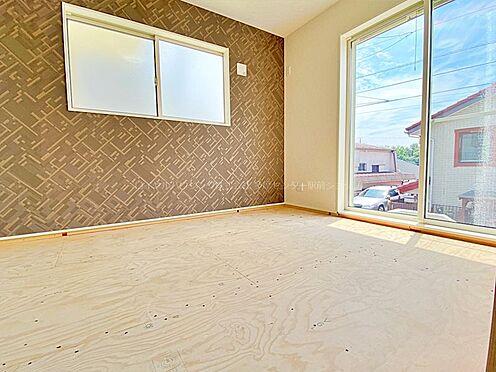 戸建賃貸-多摩市聖ヶ丘3丁目 6帖の洋室。各居室とも6帖以上あるので客間や子供部屋などに。