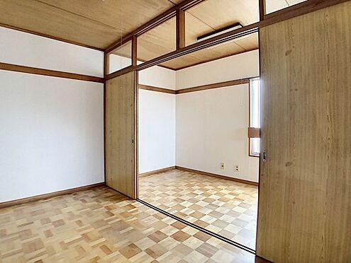 中古テラスハウス-名古屋市中川区中郷3丁目 3階建ての2階部分の2部屋洋室4帖です。広々8帖として使用することも可能!