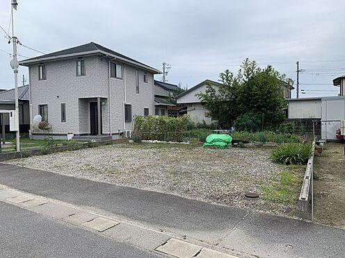 土地-西尾市吉良町上横須賀的場 閑静な住宅街の一角に立地、落ち着いた佇まいです。