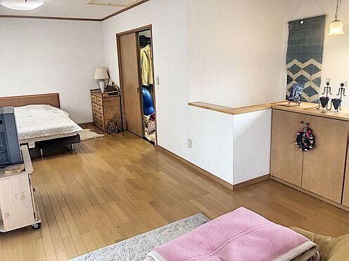 戸建賃貸-岡崎市井田町字西田 大画面TVも余裕、インテリアプランが考えやすいワイドな洋室です