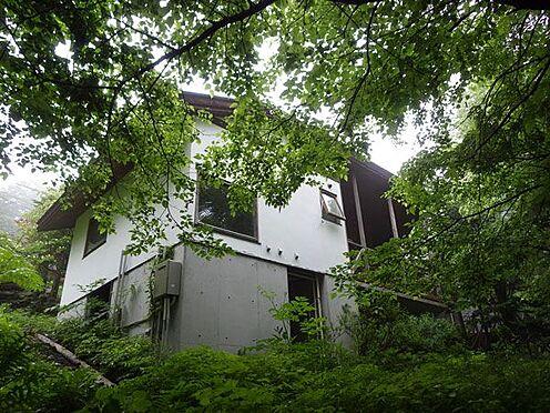 戸建賃貸-北佐久郡軽井沢町大字軽井沢 外観の様子です。緑に囲まれる環境です。