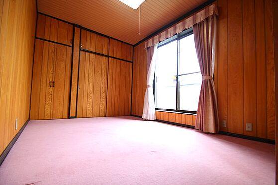 中古一戸建て-熱海市伊豆山 2階には6帖の洋室が2部屋ございます。