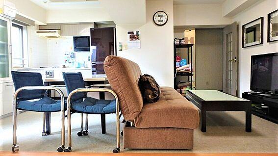 リゾートマンション-熱海市伊豆山 リビングダイニングの全容です。こちらのお部屋もきれいにお使いになられていると思います。