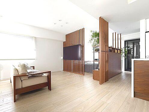 区分マンション-中央区湊3丁目 間仕切り壁を取り払った開放的なワンルームスタイル。