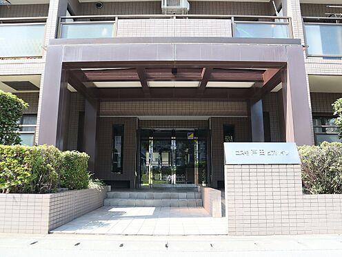 区分マンション-戸田市大字上戸田 緑に囲まれたエントランス