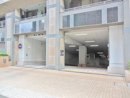 中古マンション-港区高輪1丁目 マンション駐車場入り口