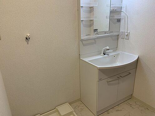 中古マンション-豊田市下林町3丁目 洗面台には歯ブラシやヘアケア用品、カミソリなどを収納していただけます。
