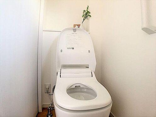 新築一戸建て-西尾市今川町一本松 清潔感溢れるトイレです。1、2階にあるのでご高齢の方でも安心です。