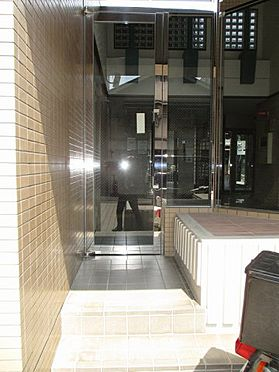 中古マンション-大阪市東成区東中本2丁目 裏側のエントランスです