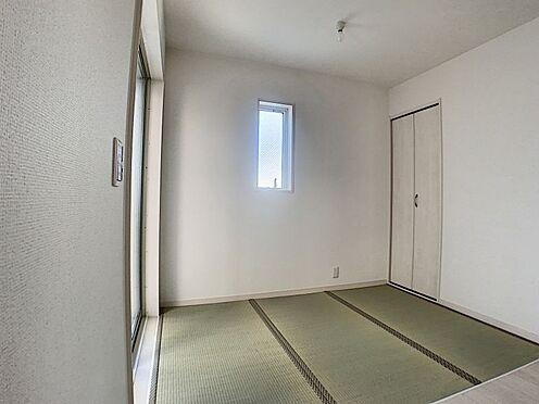 新築一戸建て-名古屋市守山区新守山 リビングと続きで畳コーナーもあります。