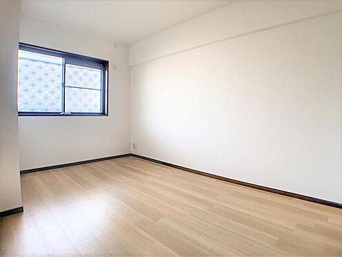 中古マンション-名古屋市名東区神丘町2丁目 室内は窓が豊富で暖かな日差しが室内に差し込みます。