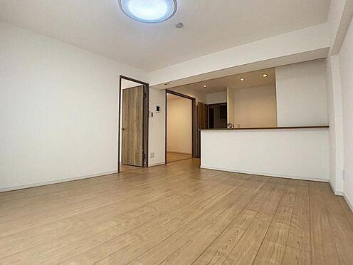 区分マンション-豊田市山之手7丁目 壁紙、床材や照明が一新されているので雰囲気が変わります。