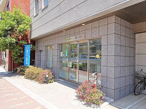 中古マンション-品川区荏原3丁目 エントランス横には銀行