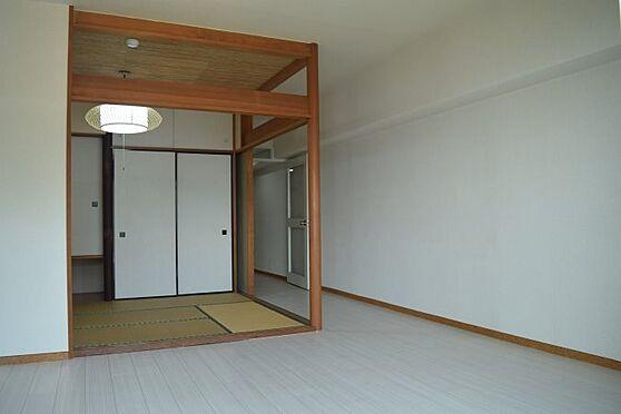 リゾートマンション-熱海市伊豆山 リビング・和室と一体でご利用でき使いやすい間取です。