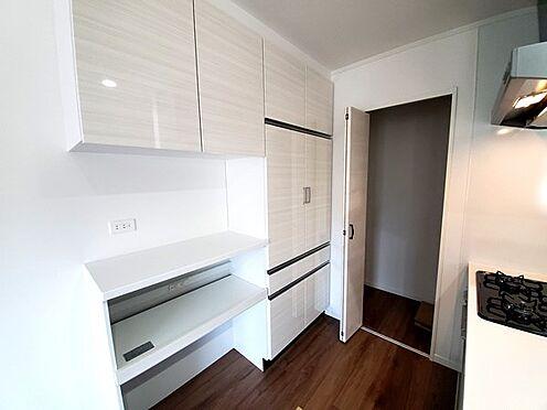 新築一戸建て-町田市金井7丁目 便利で機能的なキッチン周り♪デザイン性も統一感があって素敵な空間に仕上がっています。