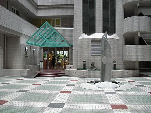 マンション(建物一部)-新宿区新宿1丁目 コンビニ隣接・イトーヨーカドーもお近くにございます。