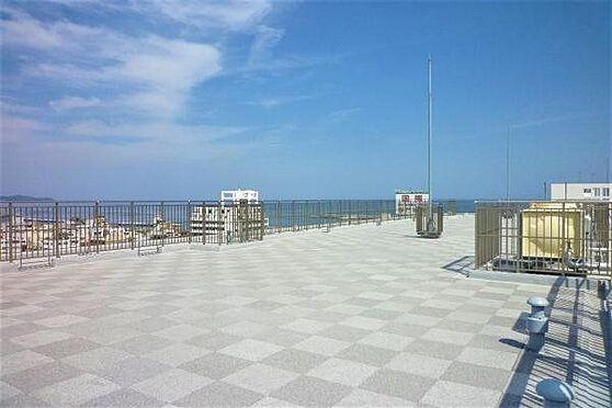 リゾートマンション-熱海市清水町 屋上:スカイガーデンは相模湾、熱海の街並みを一望。熱海を存分にお楽しみください。
