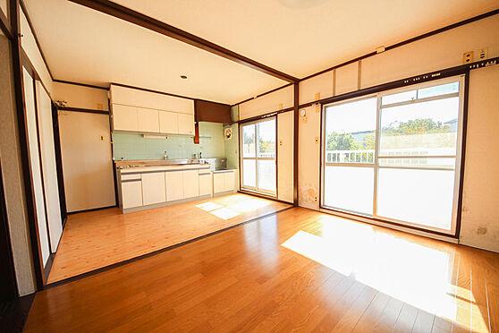 マンション(建物一部)-相模原市緑区下九沢 リビングは日当たりも良く、風通しも良いです。