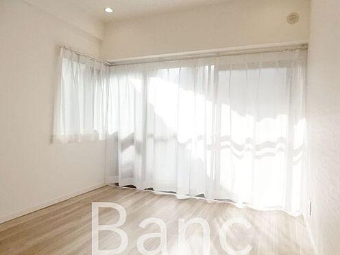 中古マンション-渋谷区広尾3丁目 明るい陽ざしが差し込む洋室