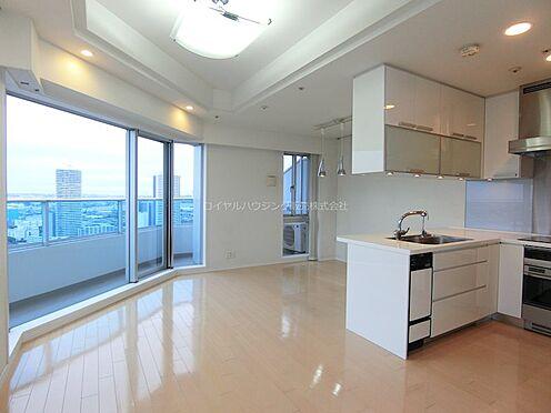 中古マンション-横浜市神奈川区栄町 白を基調とした明るいリビング