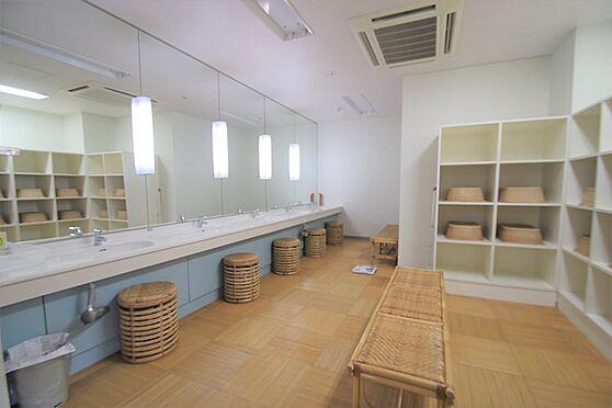 中古マンション-足柄下郡湯河原町宮上 大浴場(2):洗面設備付き、朝のお仕度などにご利用下さい。