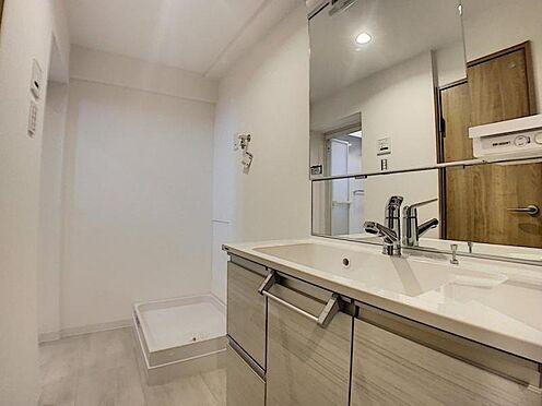 区分マンション-豊田市山之手7丁目 大きな鏡の洗面だから小さなお子様から大人の方まで身支度しやすいですね。