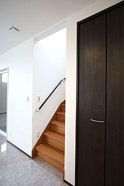 戸建賃貸-桜井市大字橋本 ご家族が顔を合わせやすいリビング階段を採用しました。
