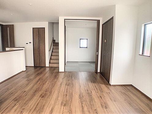 戸建賃貸-小牧市堀の内4丁目 家族団らんの機会が設けやすいと人気なリビングイン階段