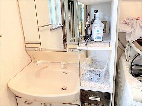 戸建賃貸-刈谷市野田町西田 大きめの鏡の付いた洗面化粧台で朝の身支度も楽しいですね!