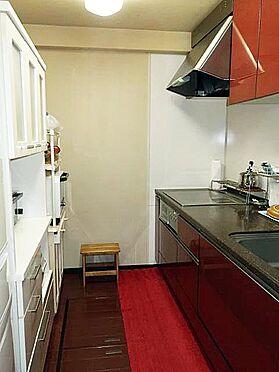 中古マンション-多摩市乞田 キッチンは床下収納があります♪