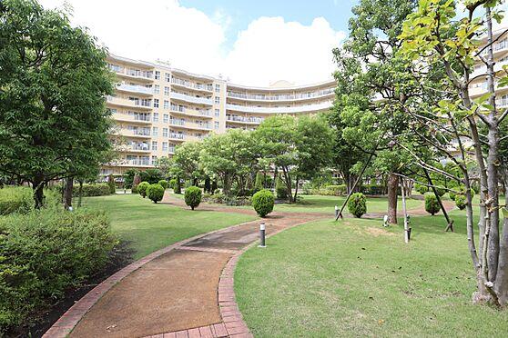 中古マンション-横浜市瀬谷区五貫目町 居住者の憩いの場として利用できる中庭