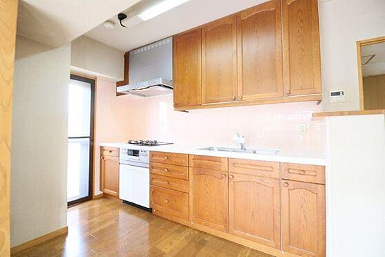 中古マンション-八王子市別所2丁目 大型システムキッチンです。大変清潔な状態です。