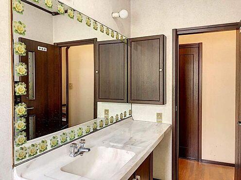 中古一戸建て-刈谷市築地町2丁目 大きな鏡のある洗面台で朝の身支度もしっかりできます。