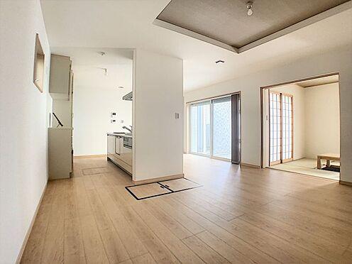 中古一戸建て-名古屋市守山区鳥羽見3丁目 21帖の開放的なリビング!4.5帖の和室と合わせると25.5帖の広々空間になります!