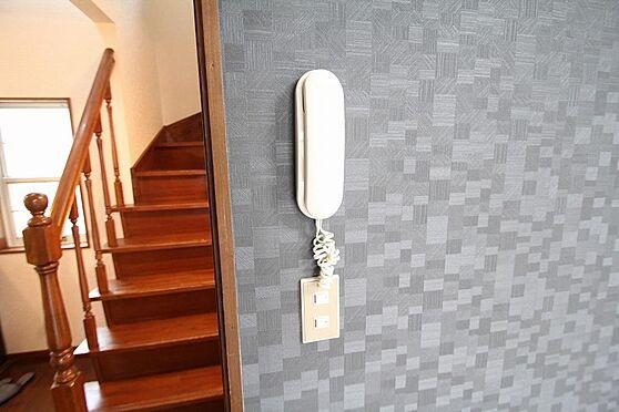 戸建賃貸-熊谷市江南中央3丁目 LDKに備えつけられているインターフォン。
