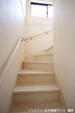 戸建賃貸-磯城郡田原本町大字阪手 リビングを通らずに2階へ行ける配置。プライバシーも保たれ、お部屋の冷暖房効率も損ないません。