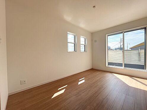 戸建賃貸-名古屋市中川区五女子町5丁目 2階。バルコニーに面している南側の居室。風通しも良好です☆